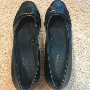 Closed toe black shoes with small heel